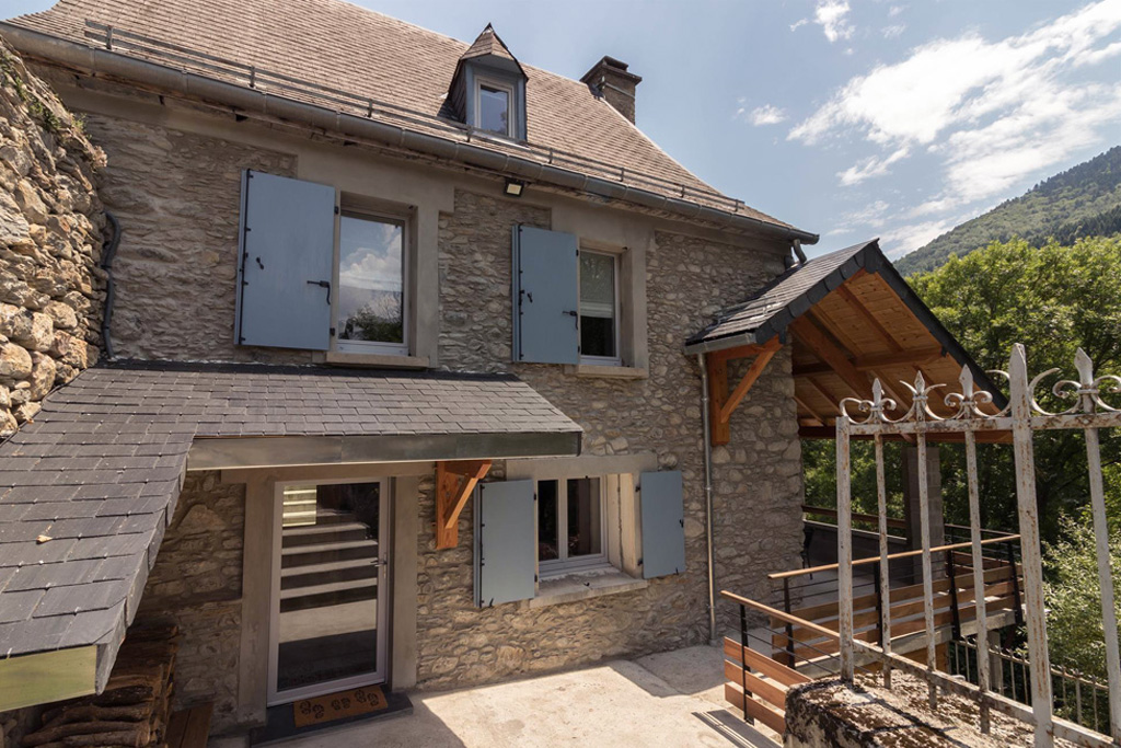 Chez Ninon, façade de la maison - Location St Aventin secteur Luchon dans les Pyrénées