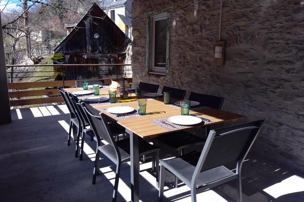 Chez Ninon, sur la terrasse de la maison - Location St Aventin secteur Luchon dans les Pyrénées